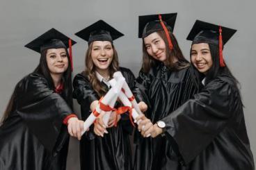 初中毕业可以直接考美术学校吗